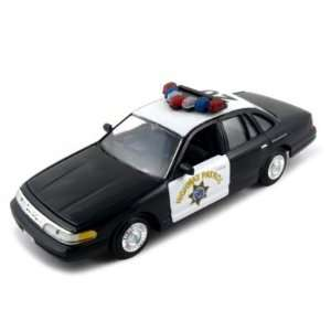 CHP Ford Crown Victoria 124 Diecast Model Car Blk/Wht
