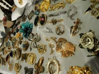 HUGE LOT 155 VINTAGE COSTUME JEWELRY RHINESTONE WEISS NECKLACE BROOCH